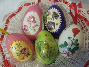 Ostereier aus ausgeblasenem Ei